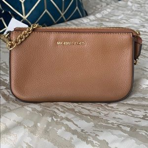 Michael Kors almost NEW, medium chain pouchette